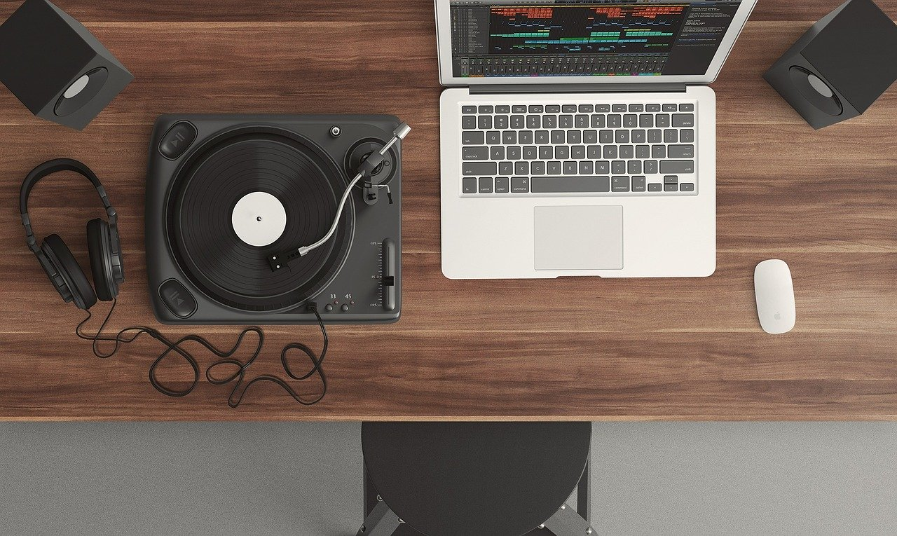 Turntable & Laptop